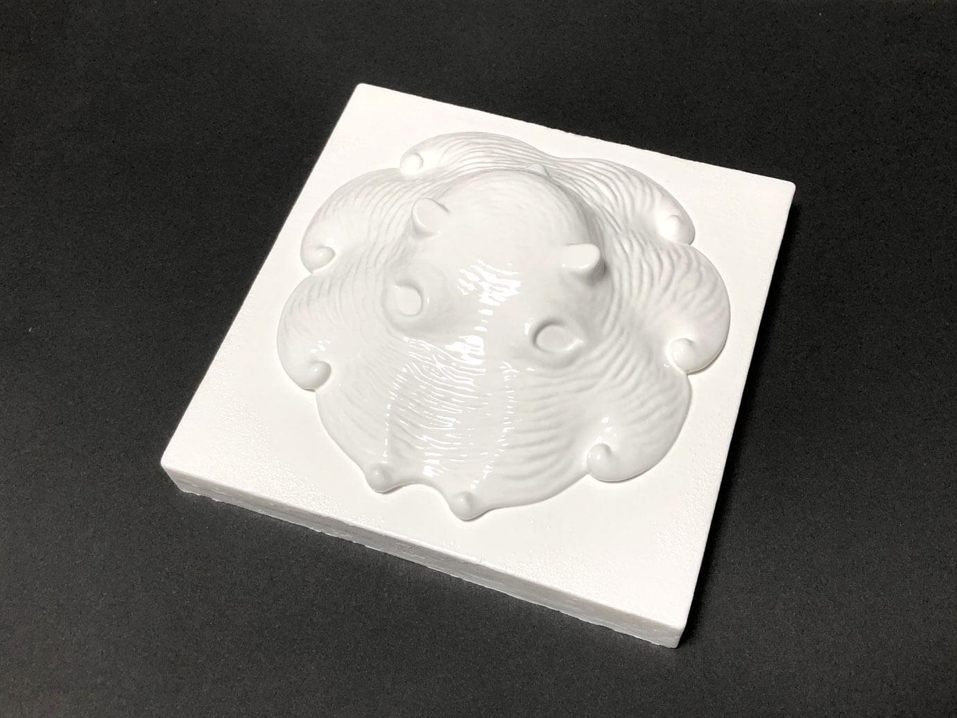 目をくり抜いたカップメンダコの3D原型